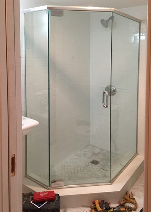 framed-neo-angle-shower-doors-1